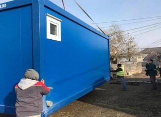 Două astfel de containere vor deveni locuinţa unei familii alcătuită din 12 persoane