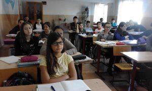 Colegii de clasă ai Violetei îi duc dorul