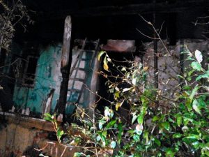 Proprietarul a fost găsit de salvatori cu arsuri pe toată surafaţa corpului